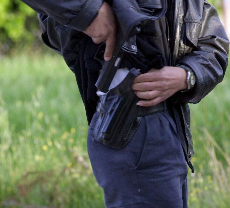 Βόλτα με… περίστροφο και 16 σφαίρες στην τσέπη!   Newsit.gr