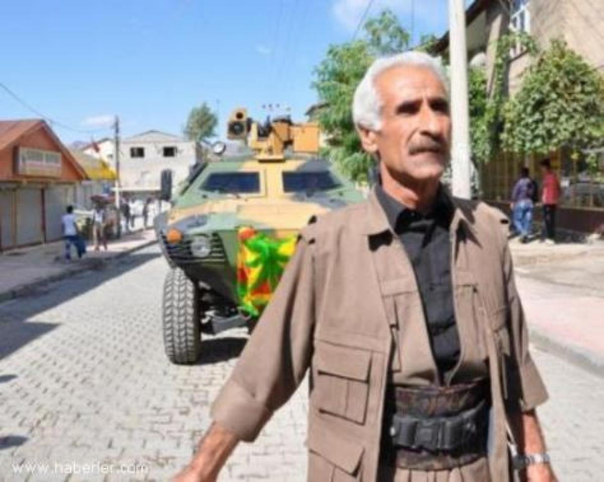 Yψωσαν σημαίες του PKK στα οχήματα του τουρκικού στρατού! | Newsit.gr