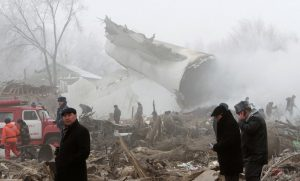 Ανείπωτη τραγωδία: Αεροπλάνο έπεσε πάνω σε σπίτια, σκότωσε οικογένειες και παιδιά [pics, vids]