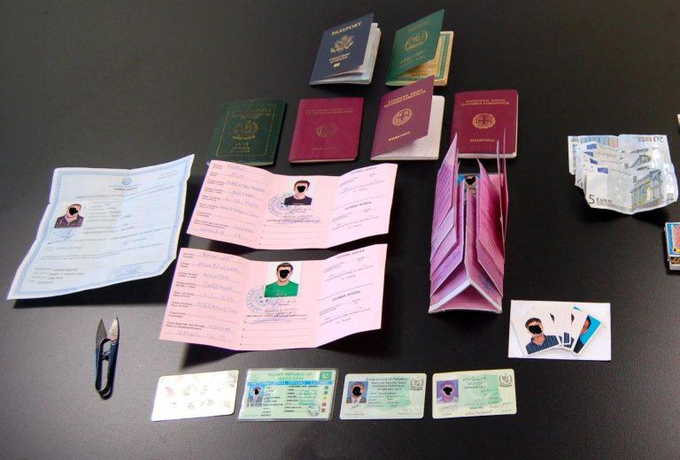 Σαντορίνη: Ήθελαν να ταξιδέψουν με πλαστά διαβατήρια | Newsit.gr
