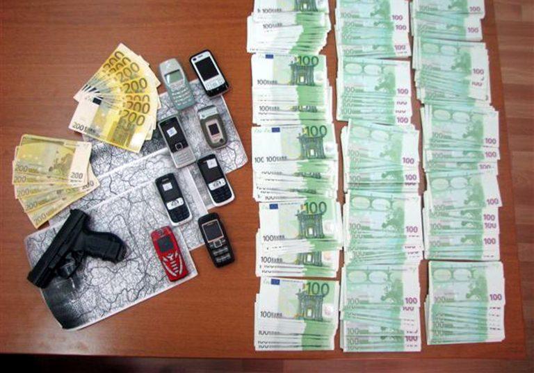 Άμφισσα: Βρέθηκαν πάνω από 50 χιλιάδες ευρώ σε πλαστά χαρτονομίσματα   Newsit.gr