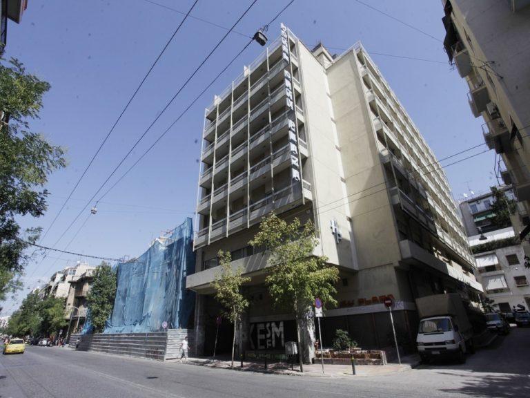 Ιδιοκτήτρια του Athens City Plaza: Περιμένω την αστυνομία – Οι καταγγελίες για τους αλληλέγγυους