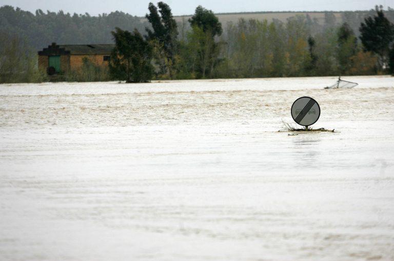 Ισχυρές βροχοπτώσεις στη Ρουμανία, μια νεκρή | Newsit.gr