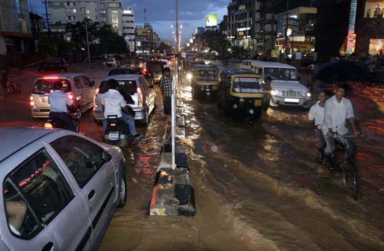 Οι πλημμύρες στην Ινδία «ξεσπίτωσαν» 2 εκατ. πολίτες | Newsit.gr