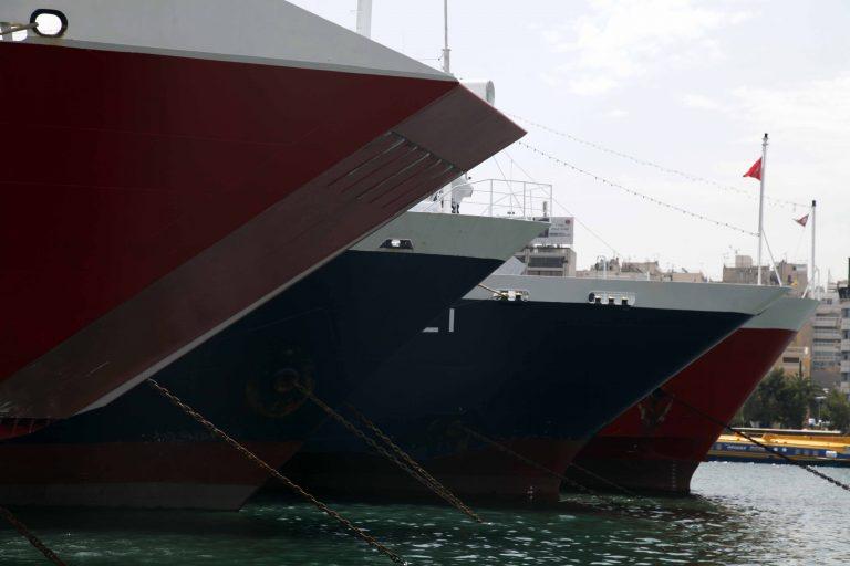 Διπλό μέτωπο: στα όριά τους τα νησιά από την απεργία στα πλοία-Πνίγουν την Αθήνα τα σκουπίδια | Newsit.gr