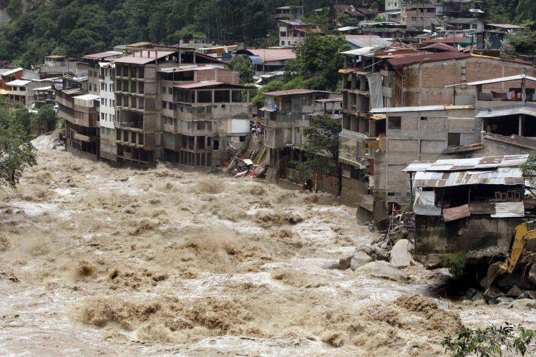 Τουλάχιστον 77 νεκροί από τις πλημμύρες και τις κατολισθήσεις στην Κίνα | Newsit.gr