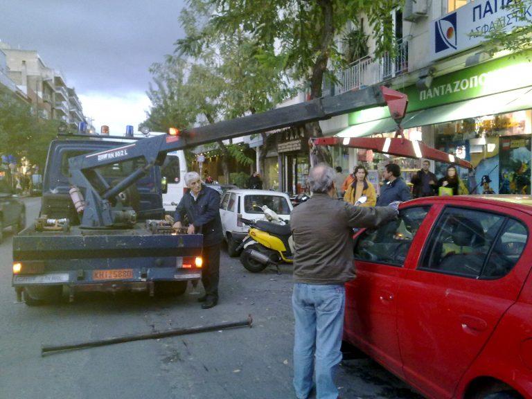 Η τροχαία «σηκώνει» ΙΧ από την πλ. Βικτωρίας | Newsit.gr