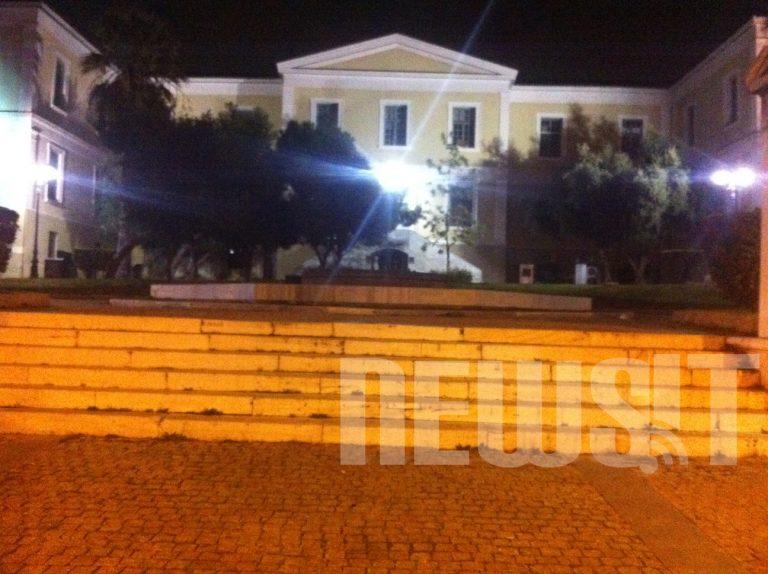 Επιτέθηκαν με πέτρες και ξύλα στη συνοδεία του Γ. Βαρδινογιάννη   Newsit.gr