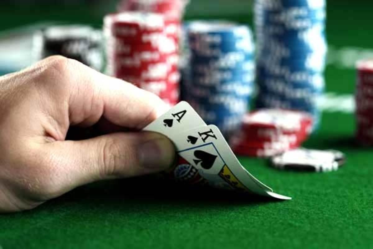 Επαιζαν παράνομο πόκερ σε πολυκατοικία στη Λαμία | Newsit.gr
