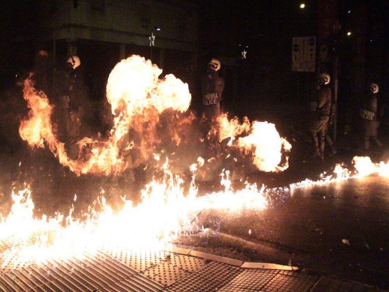 Επέτειος Πολυτεχνείου: Έναν τόνο ζύγιζαν τα… πολεμοφόδια στα επεισόδια! Ανυπολόγιστες οι καταστροφές | Newsit.gr