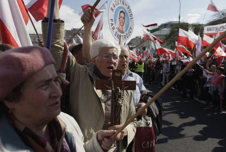 Πολωνία: Μεγάλη δαδήλωση υπέρ ενός συντηρητικού τηλεοπτικού καναλιού | Newsit.gr