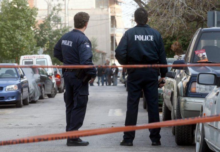 Λάρισα: Φώναξαν την αστυνομία για να «τα βρει» πατέρας και γιος και τελικά… την «πλήρωσαν» οι αστυνομικοί! | Newsit.gr
