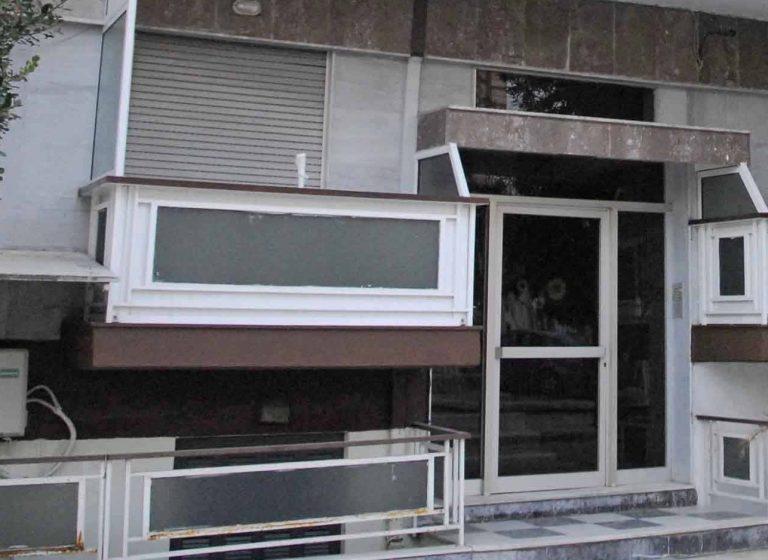 Θεσσαλονίκη: Τον λήστεψαν ενώ έμπαινε σπίτι του   Newsit.gr