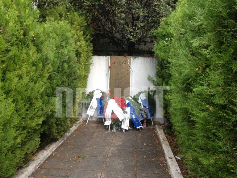 Θεσσαλονίκη: Συνθήματα στην κατάθεση στεφάνων για την επέτειο του Πολυτεχνείου | Newsit.gr