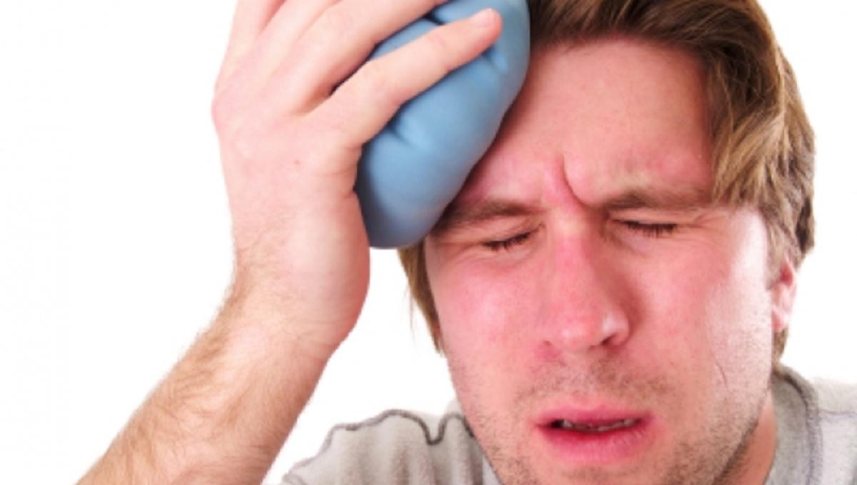 Γιατί πονάει το κεφάλι μας συχνότερα αυτή την περίοδο; | Newsit.gr