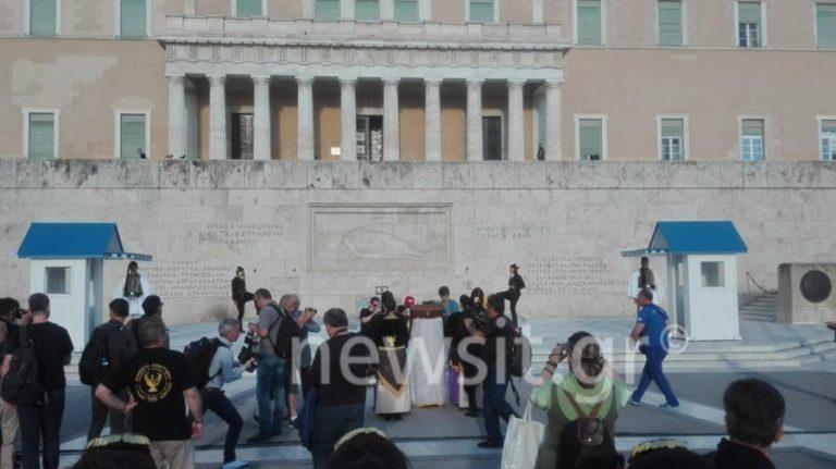 Γενοκτονία Ποντίων: Φορτισμένο το κλίμα στο Σύνταγμα – Πλήθος κόσμου τιμάει τους νεκρούς [pics]   Newsit.gr