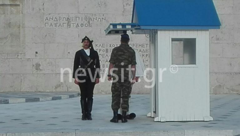 Γενοκτονία Ποντίων: Ρίγη συγκίνησης στην αλλαγή φρουράς των Ευζώνων! [vids, pics]   Newsit.gr