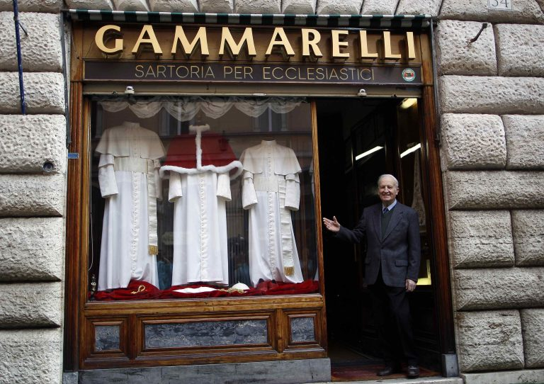 Αυτά είναι τα ρούχα του νέου Πάπα! (ΦΩΤΟ) | Newsit.gr