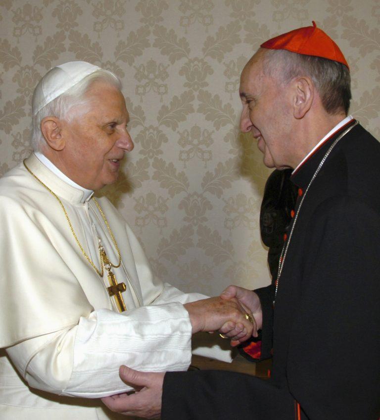 Ο νέος Πάπας τηλεφώνησε αμέσως στον επίτιμο | Newsit.gr