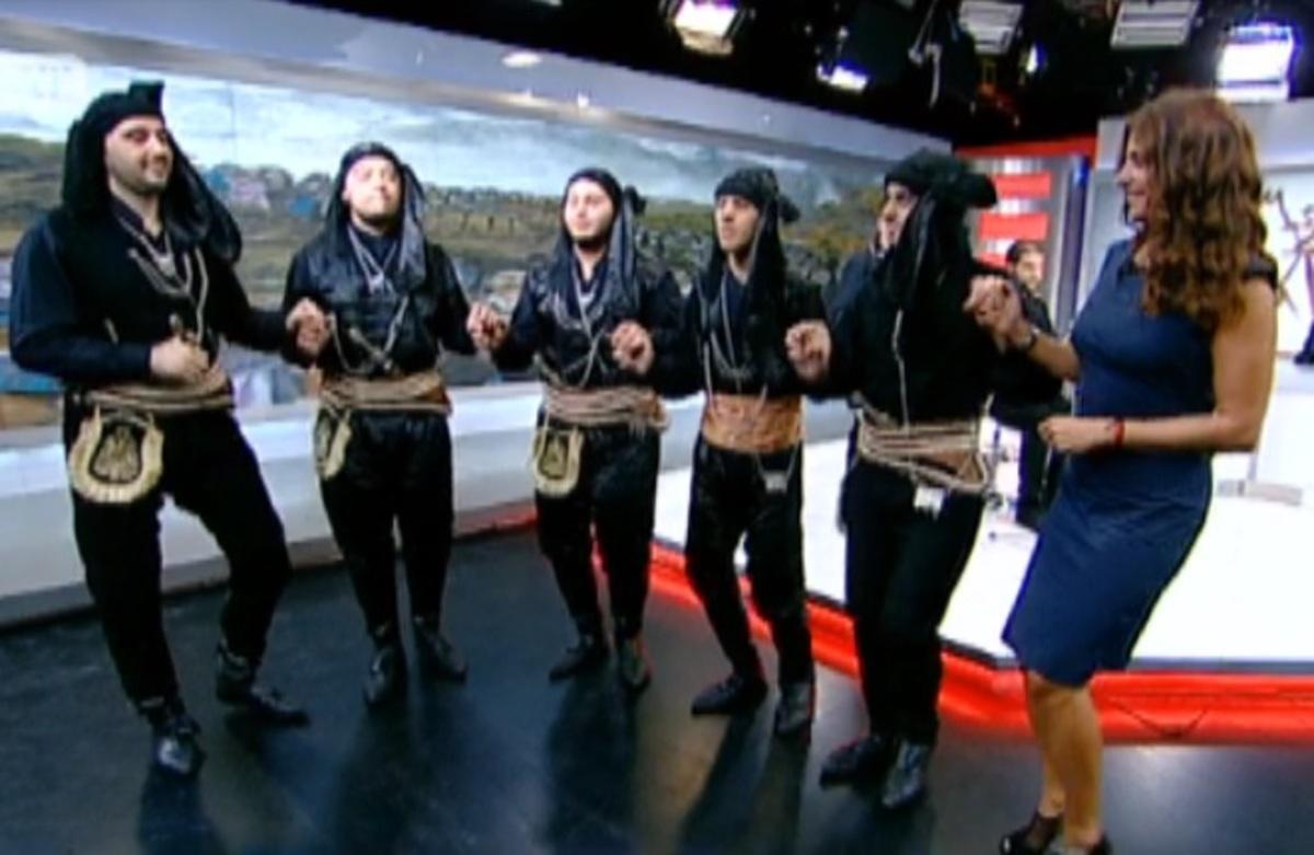 Η Πόπη Τσαπανίδου άρχισε να χορεύει ποντιακά την ώρα της εκπομπής της! – ΒΙΝΤΕΟ | Newsit.gr