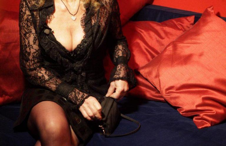 Συνελήφθη Πατρινή πορνοστάρ που συμμετείχε στο DVD της Ντούβλη   Newsit.gr