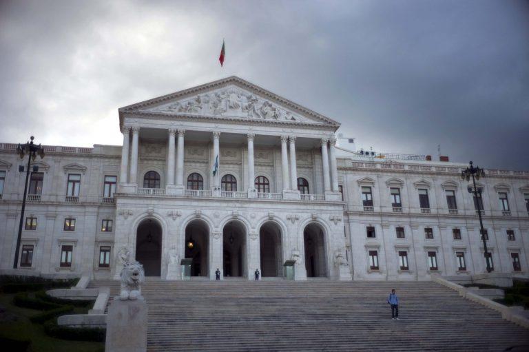 H τρόικα αναλαμβάνει δράση στην Πορτογαλία | Newsit.gr