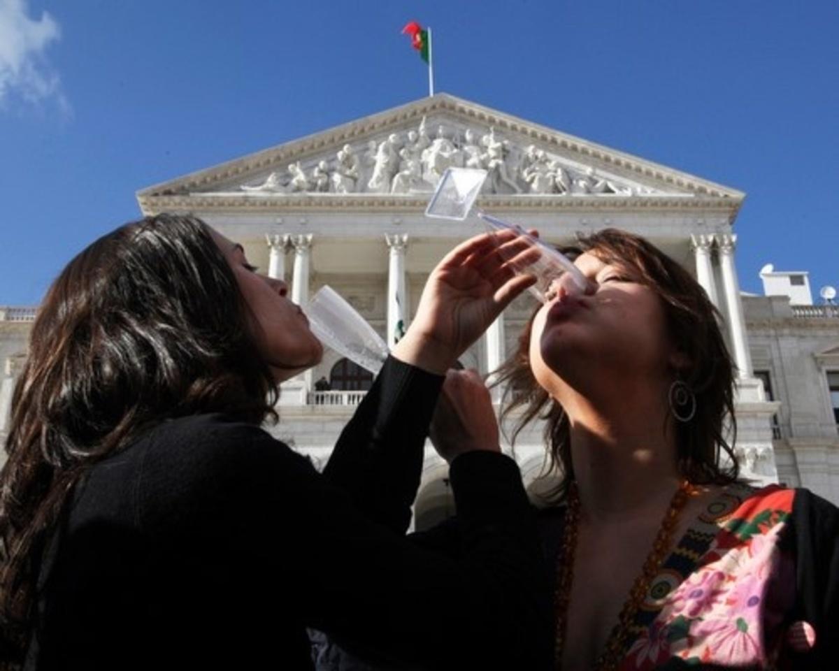 Ναι στους γάμους ομοφυλοφίλων είπε η Πορτογαλία | Newsit.gr