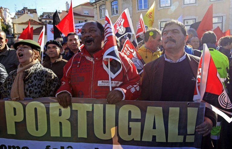 Στους δρόμους ξανά οι Πορτογάλοι, λίγο πριν την ψήφιση του προϋπολογισμού | Newsit.gr