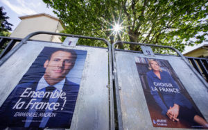 Γαλλία – Δημοσκόπηση: Έχασε 1% σε μια μέρα ο Μακρόν – Κερδίζει «πόντους» η Λε Πεν