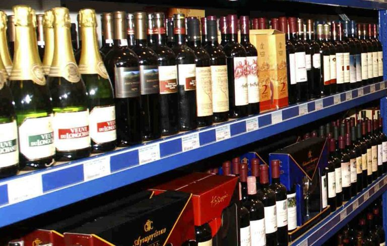 Θεσσαλονίκη: Έκλεψαν φορτηγό γεμάτο με ποτά. | Newsit.gr