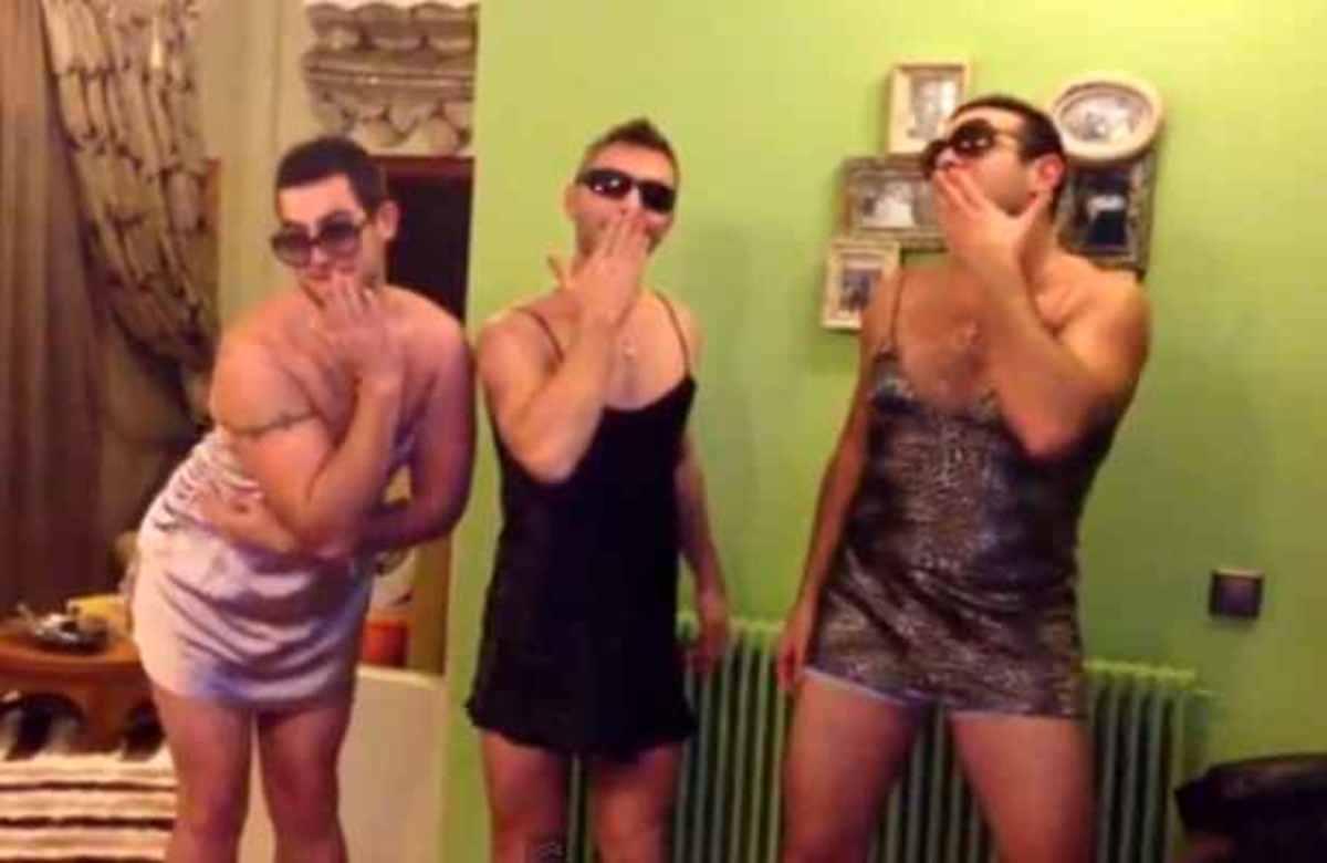 Το «Πουλάκι τσίου» έβγαλε τα αγόρια έξω από τα ρούχα τους! | Newsit.gr