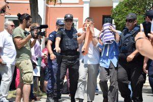 Κρίσιμες ώρες για τους 8 Τούρκους στην Αλεξανδρούπολη – Τρέμουν για τη ζωή τους – Προτιμούν να είναι κλεισμένοι στο κρατητήριο παρά να αθωωθούν
