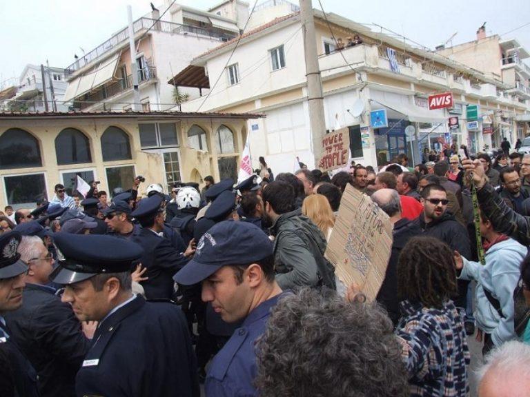 Μικροεπεισόδια και συνθήματα στην Πρέβεζα – Κανένας βουλευτής στην παρέλαση-Video | Newsit.gr