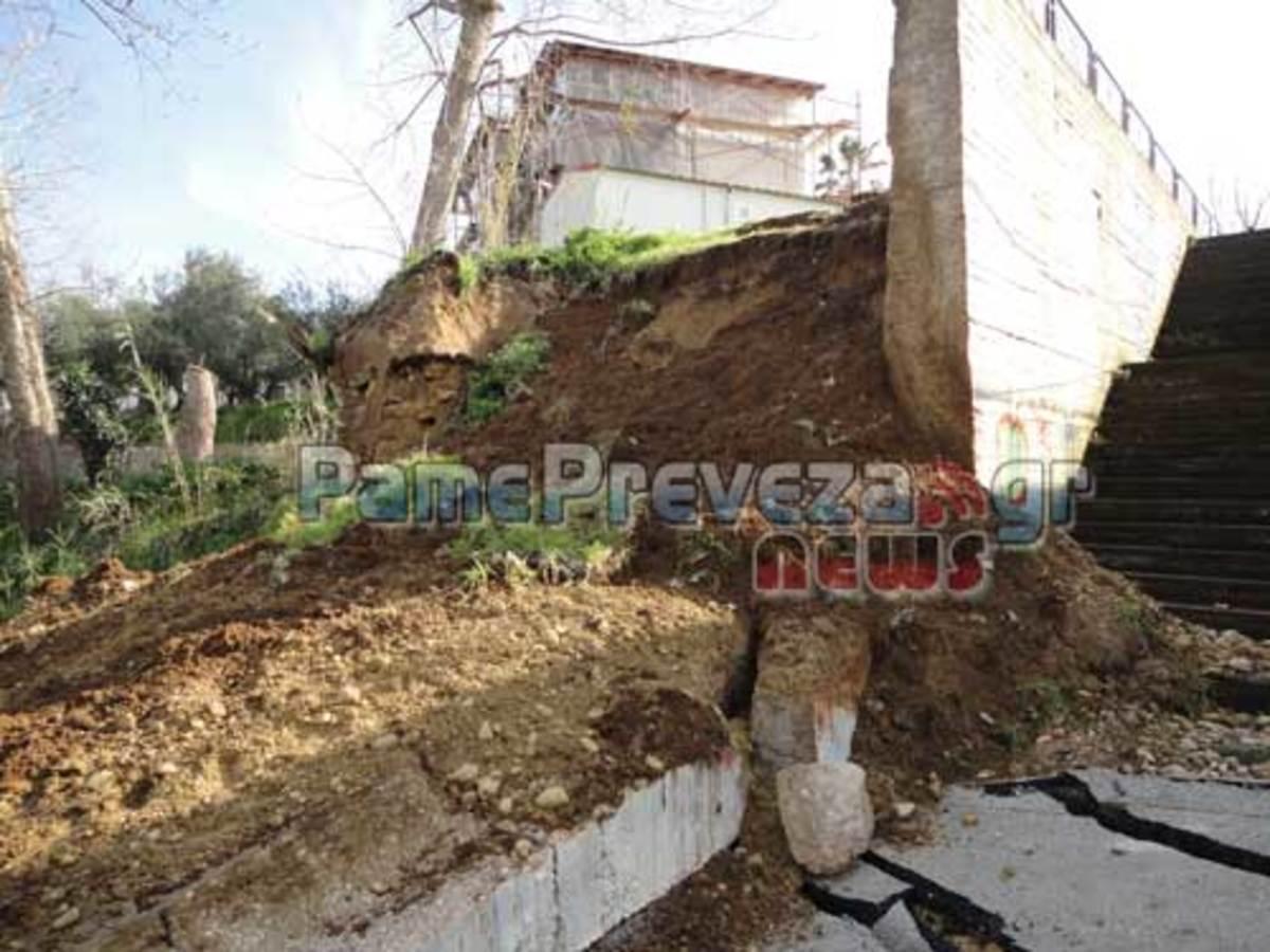 Πρέβεζα: SOS εκπέμπει ο Μύτικας – Πλημμύρες και καθίζηση εξαφάνισαν το δρόμο! (ΦΩΤΟ  και VIDEO) | Newsit.gr