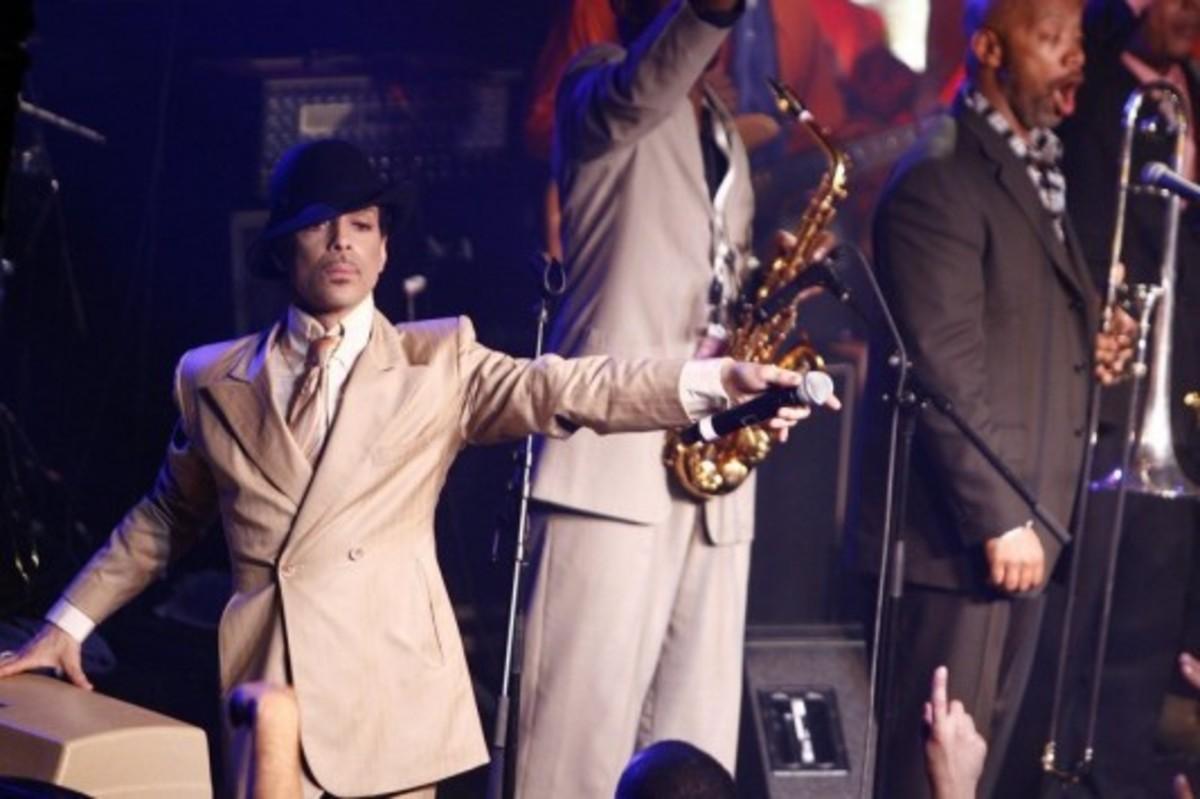 """Αποκάλυψη για τον θάνατο του Prince! Πέθανε από υπερβολική δόση της """"ηρωίνης των φτωχών""""   Newsit.gr"""