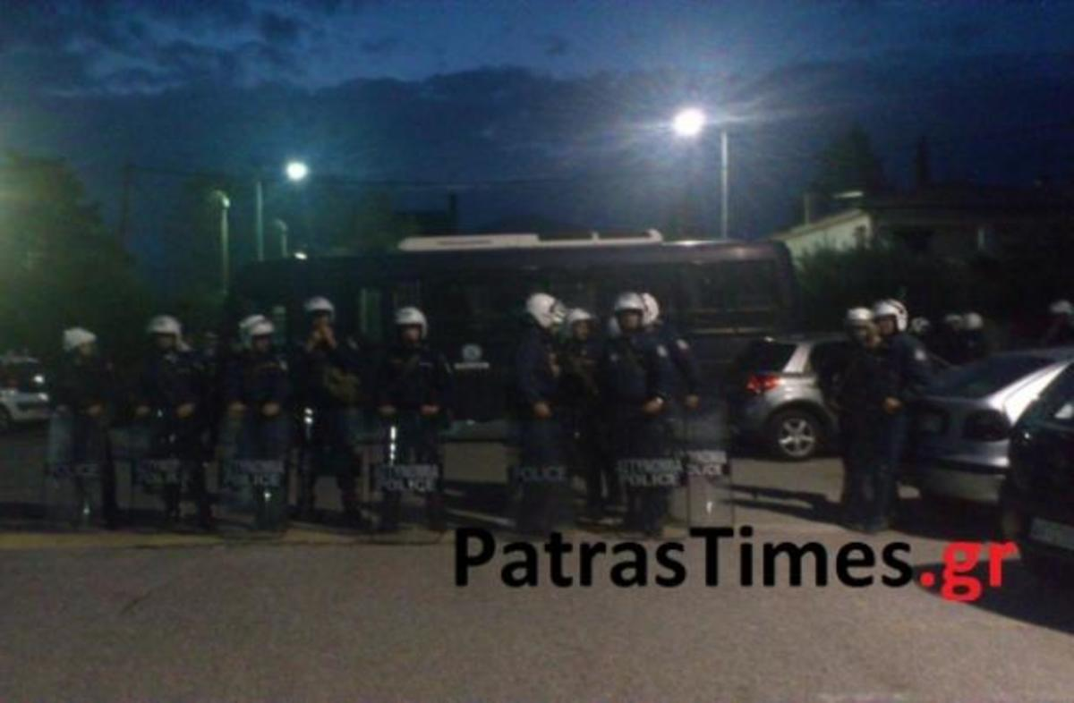 Πάτρα: Άναψαν τα αίματα στη σύνοδο των πρυτάνεων – Τα ΜΑΤ απέναντι σε εκατοντάδες φοιτητές – ΦΩΤΟ | Newsit.gr