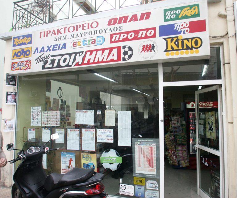 Πάτρα: Έδερνε για ώρες τον πελάτη του! | Newsit.gr