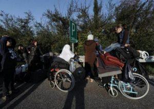 Θεσσαλονίκη: Έκκληση για αναπηρικά καρότσια για τους πρόσφυγες κάνει ο Ερυθρός Σταυρός