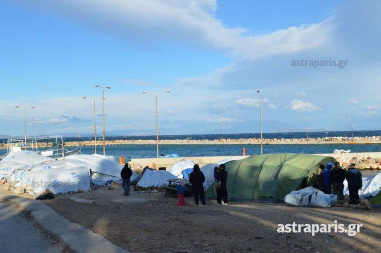 Χίος: Προσπάθειες να προφυλάξουν τους πρόσφυγες από το κρύο | Newsit.gr