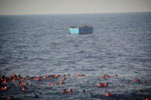 Άλλοι 30 νεκροί στη Μεσόγειο! Παιδιά κι ενήλικες πνίγηκαν ή ποδοπατήθηκαν