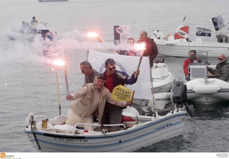Θεσσαλονίκη: Διαμαρτυρία σε στεριά και θάλασσα   Newsit.gr