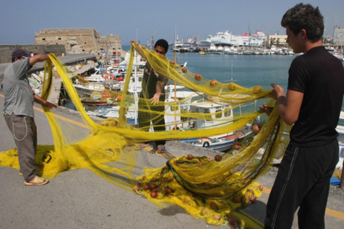 Θεσσαλονίκη: Διαμαρτυρία παράκτιων αλιέων … | Newsit.gr