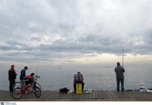 Θεσσαλονίκη: Σήκωσε το καλάμι και προσπαθούσε να πιστέψει στα μάτια του [pic, vid]