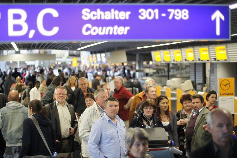 Ακυρώνονται πτήσεις στην Ιρλανδία λόγω ηφαιστειακής στάχτης | Newsit.gr