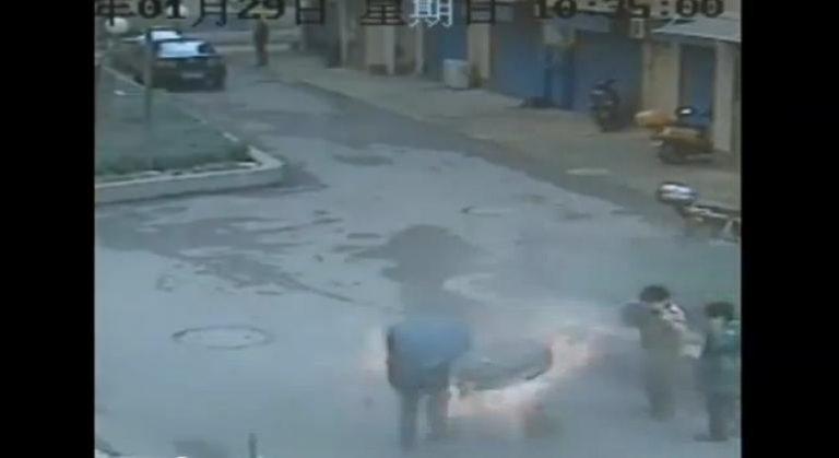 Παρολίγο να σκοτώσει τα παιδιά του με πυροτεχνήματα!   Newsit.gr