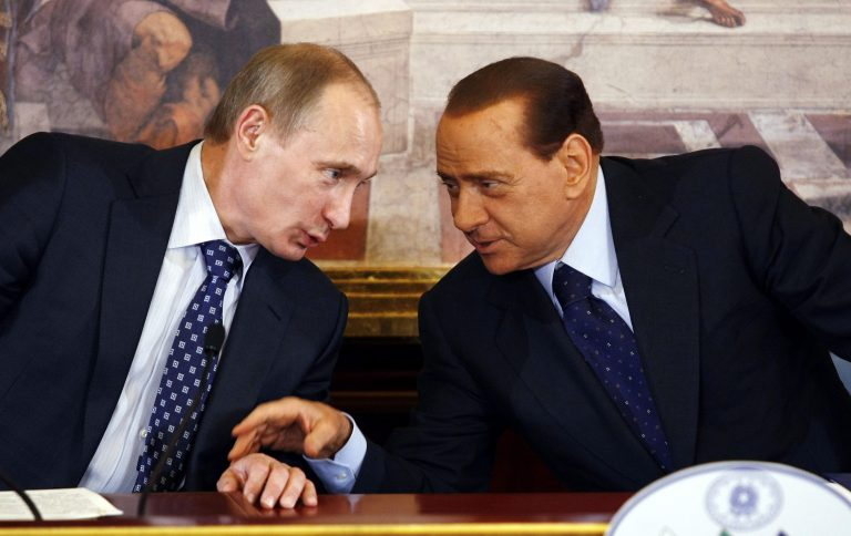 Πούτιν: Δεν είμαι gay ούτε έχω σχέση με τον Μεντβέντεφ | Newsit.gr