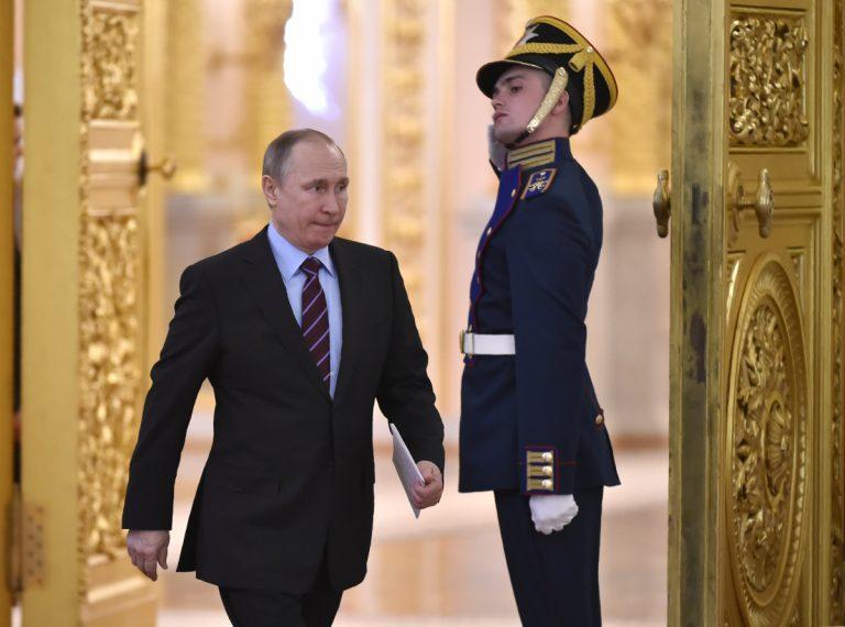 Μόλις 8 μονάδες σε 10 χρόνια έπεσε η δημοτικότητα του Πούτιν!   Newsit.gr