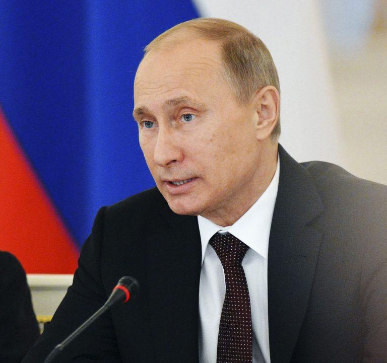 Νόμο που θα απαγορεύει στους Αμερικανούς να υιοθετούν παιδιά από τη Ρωσία θα υπογράψει ο Πούτιν | Newsit.gr