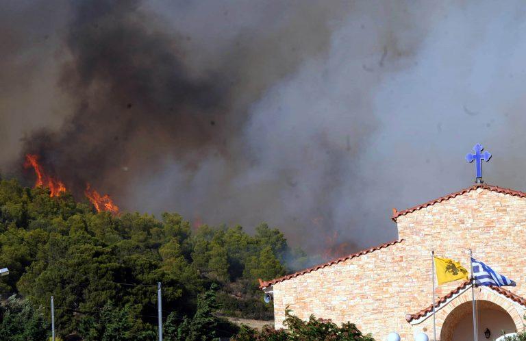 Συνέχεις αναζωπυρώσεις στον Άγιο Κωνσταντίνο – Σε ύφεση η φωτιά στην Κερατέα – Εικόνες καταστροφής! | Newsit.gr