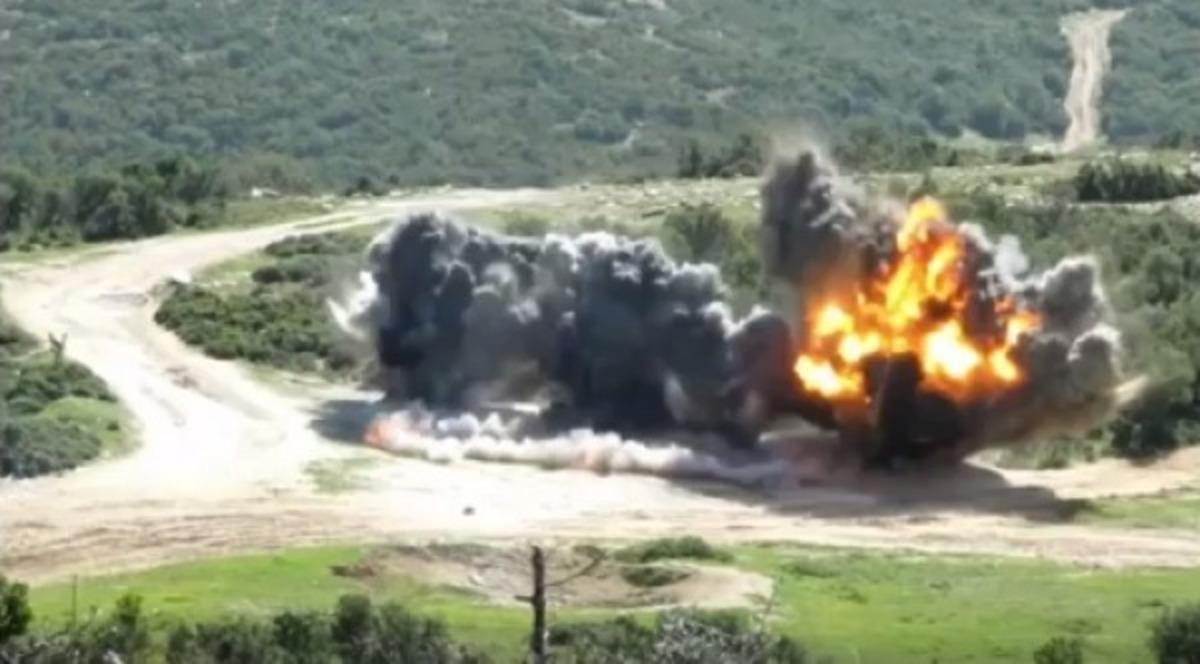 Πυροτεχνουργοί του στρατού σε δράση – Εντυπωσιακό βίντεο | Newsit.gr